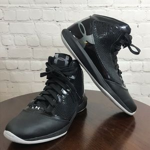 10 UNDER ARMOUR high top Sneakers Black (EUC)